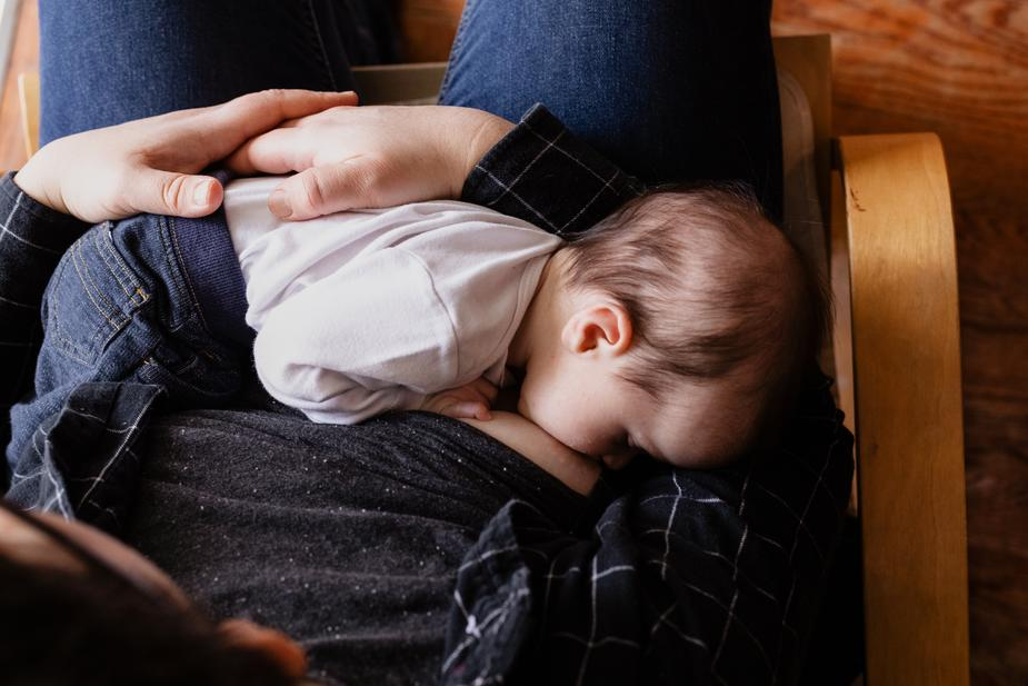 mommy and baby breastfeeding